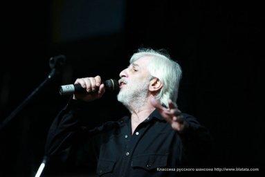 Ефрем Амирамов с микрофоном