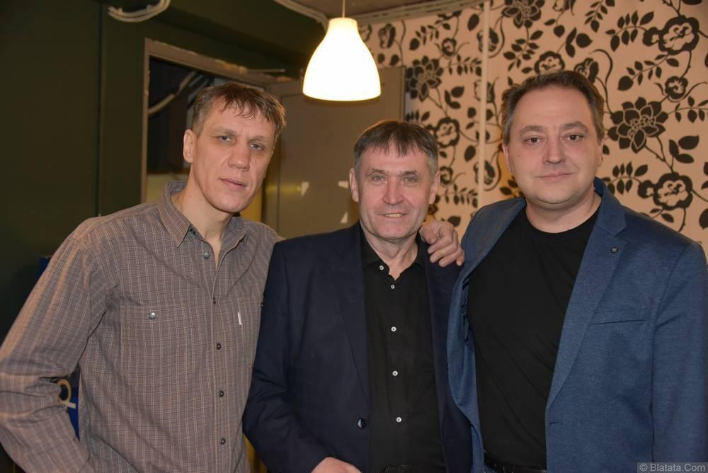 Николай Котрин в кругу музыкантов