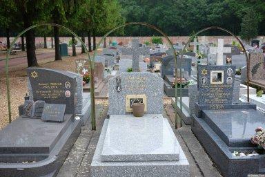 Еврейский квартал на кладбище Сент-Женевьев-де-Буа