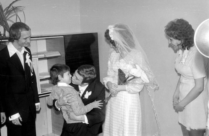 Жених, невеста и мальчик