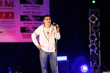 Гога (Артур Гога) 13 декабря 2008 года на фестивале Хорошая песня 4