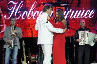 Владимир Черняков танцует на концерте Новое и лучшее 17 февраля 2015 года