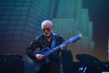 Гриша Заречный выступает на концерте