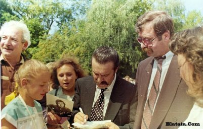 Вилли Токарев на могиле Владимира Высоцкого 7