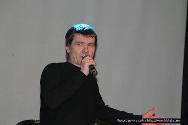 На сцене Владимир Лисицын