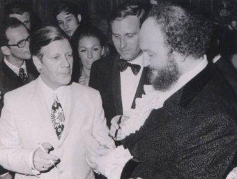 Ivan Rebroff с германским канцлером Гельмутом Шмидтом. На заднем плане Ирма и Ричард Вебер