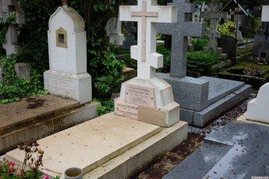 Могила Серебряковых на кладбище Сент-Женевьев-де-Буа