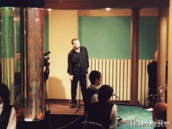 Александр Дюмин поет для гостей