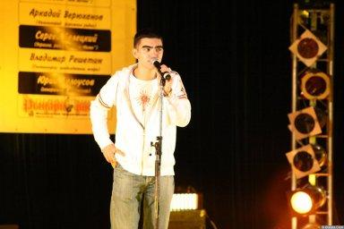 Гога (Артур Гога) 13 декабря 2008 года на фестивале Хорошая песня 5