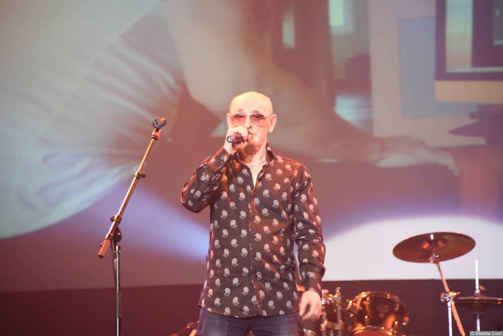 Григорий Заречный выступает на концерте Новое и лучшее 30 ноября 2015 года