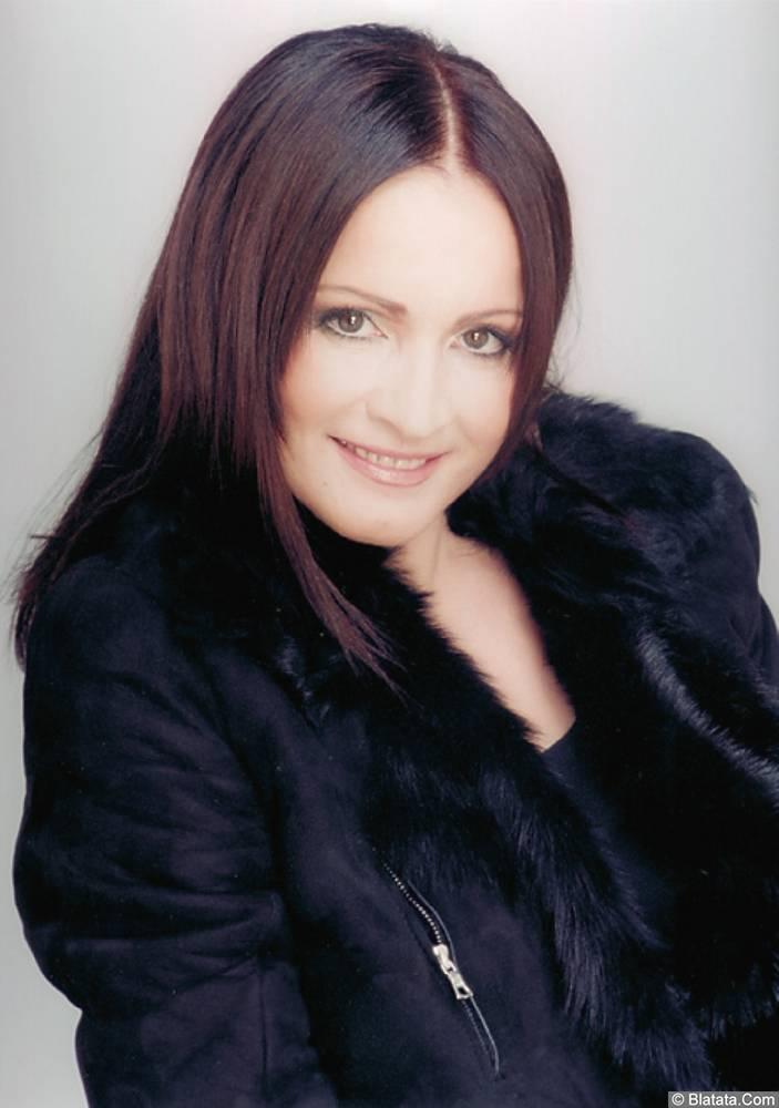 София Ротару в куртке