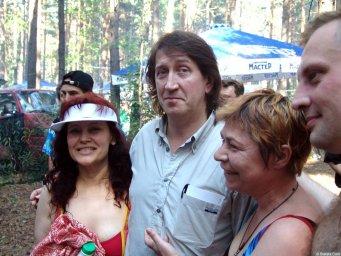 Олег Митяев с поклонницами