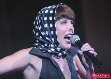 Татьяна Кабанова на сцене фестиваля шансона 16