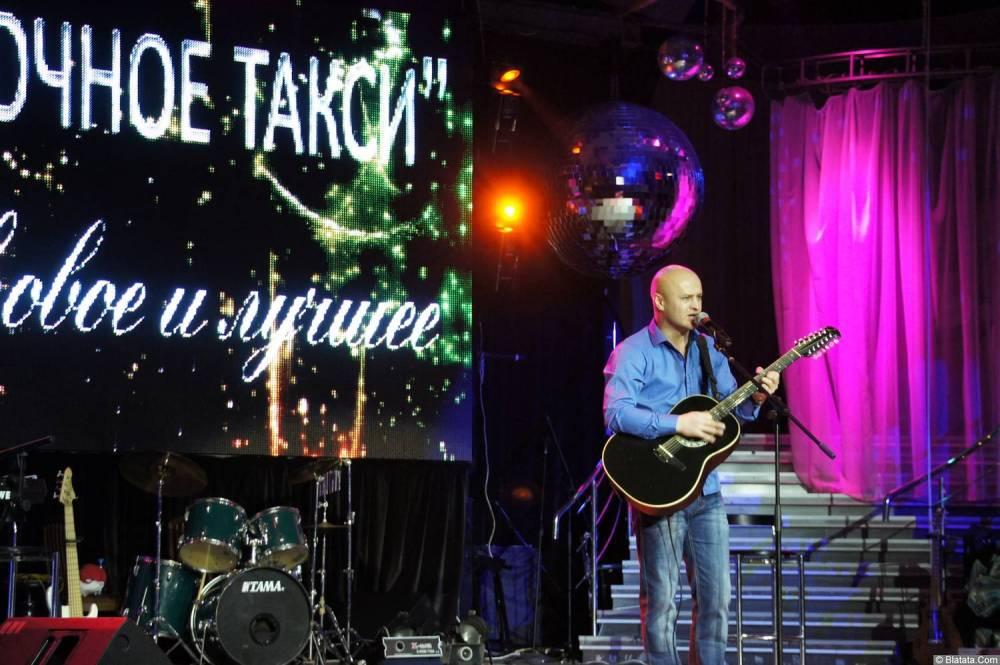 Анатолий Топыркин поёт на концерте Новое и лучшее 17 февраля 2015 года