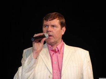 Александр Новиков в белом