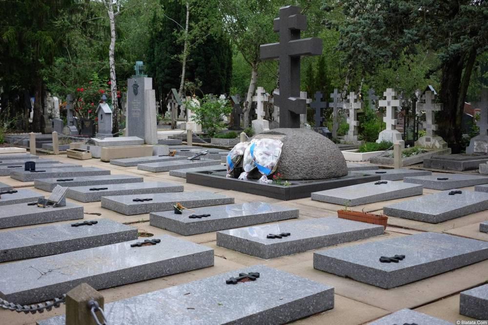 Общий вид на кладбище Сент-Женевьев-де-Буа