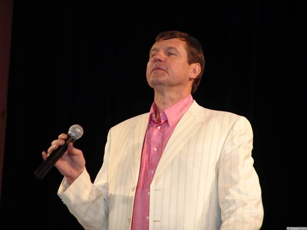 Александр Новиков поёт романс