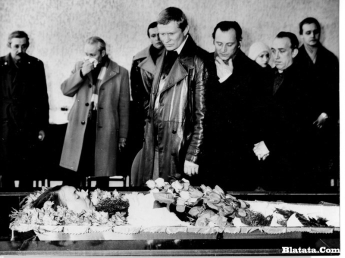 Прощание с Аркадием Северным в прощальном зале крематория в Ленинграде