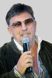 Михаил Звездинский с микрофоном