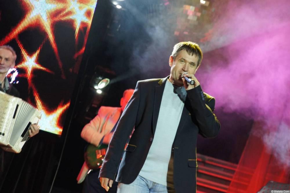 Николай Котрин на сцене XIX фестиваля памяти Аркадия Северного 5