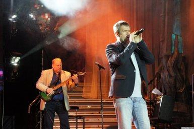 Николай Котрин на сцене XIX фестиваля памяти Аркадия Северного 9