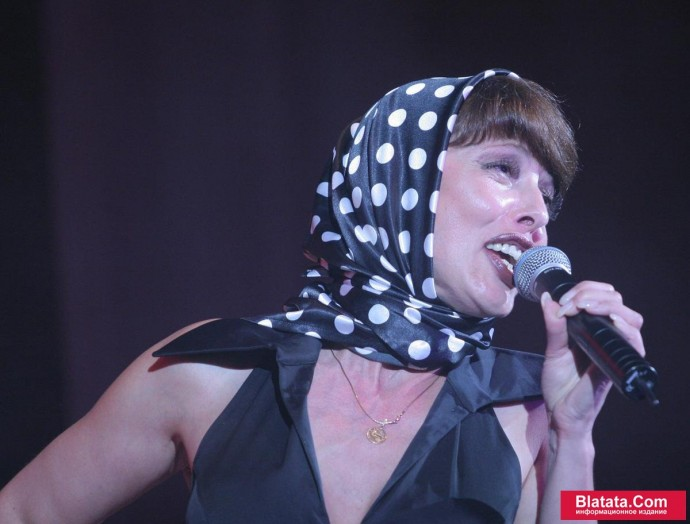 Татьяна Кабанова на сцене фестиваля шансона 9