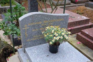 Семья Мирошниченко на кладбище Сент-Женевьев-де-Буа