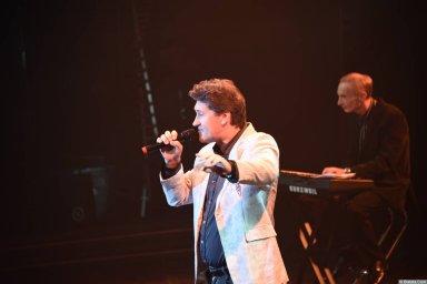Владимир Черняков на концерте Новое и лучшее 30 ноября 2015 года поёт в Санкт-Петербурге