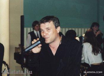 Александр Дюмин с микрофоном