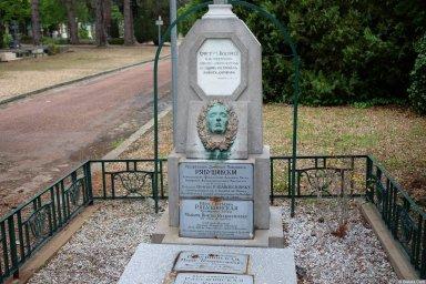Семья профессора Рябушинского на кладбище Сент-Женевьев-де-Буа