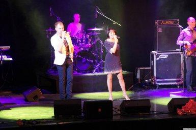 Алексей Брянцев с певицей на концерте 16 декабря 2014 года
