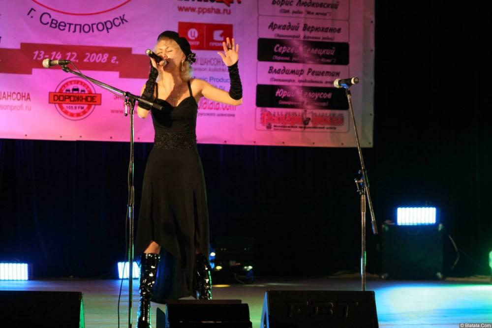 Юлия Андреева 13-14 декабря 2008 года на фестивале Хорошая песня 16