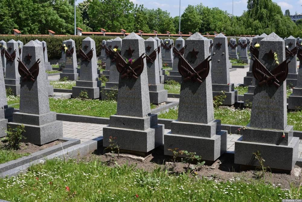 Памятники советским солдатам