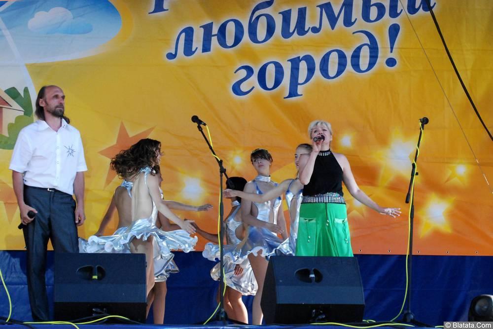 Елена Горбачева, Валерий Музыка и танцевальный ансамбль «Звездопад» в Обнинске.