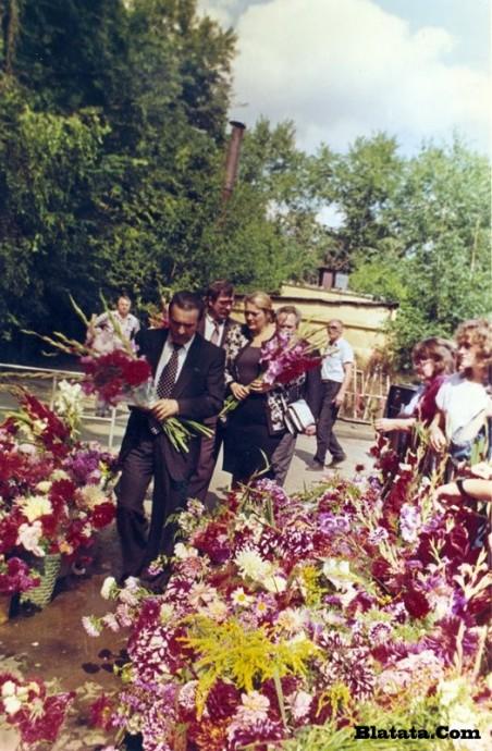 Вилли Токарев на могиле Владимира Высоцкого 4