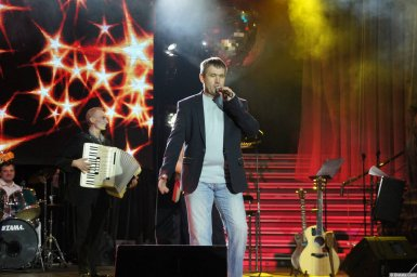 Николай Котрин на сцене XIX фестиваля памяти Аркадия Северного 1