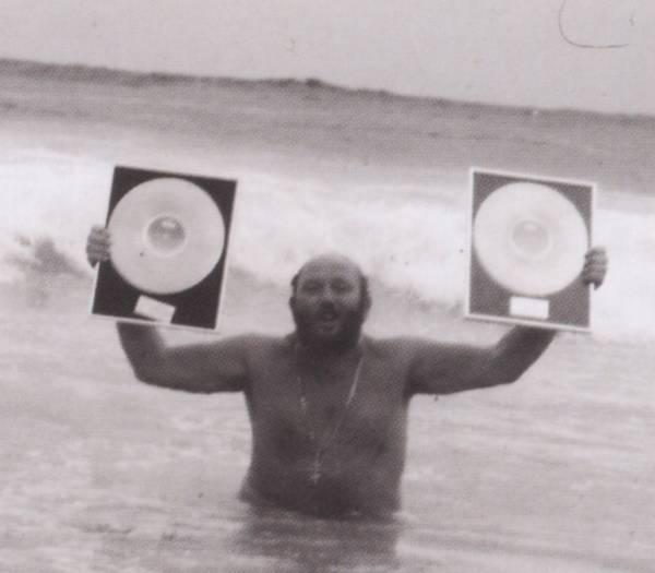 Ivan Rebroff с золотыми дисками купается в море