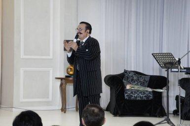Вилли Токарев в небольшом зале
