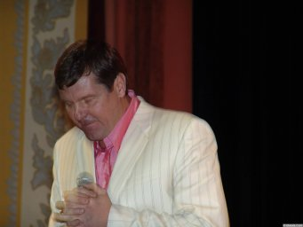 Александр Новиков на сцене