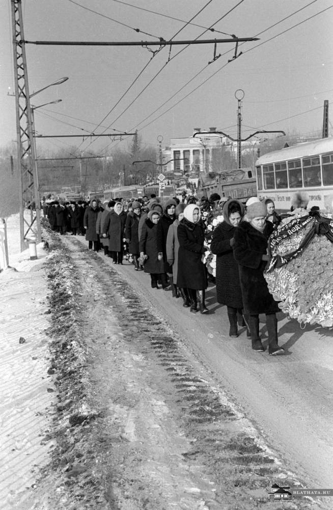 Процессия идет по улицам Румянцева, Шоссе Металлургов, Челябинск