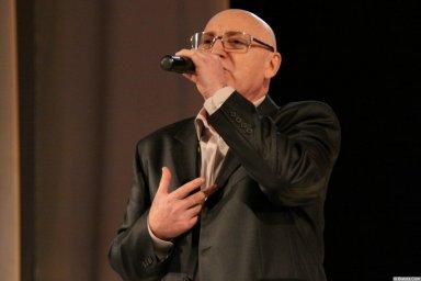 Аркадий Соловейчик на сцене