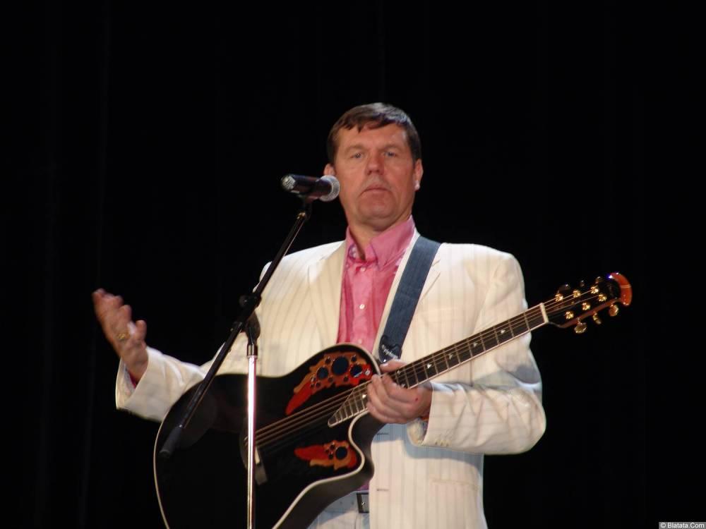 Александр Новиков и гитара