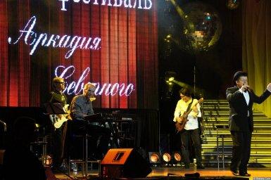Евгений Любимцев на сцене XIX фестиваля памяти Аркадия Северного 2